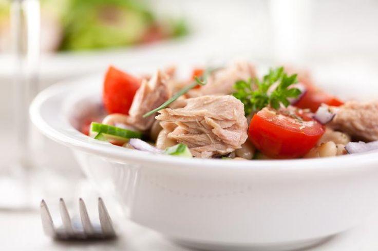 Салат с тунцом и рисом / Простые рецепты
