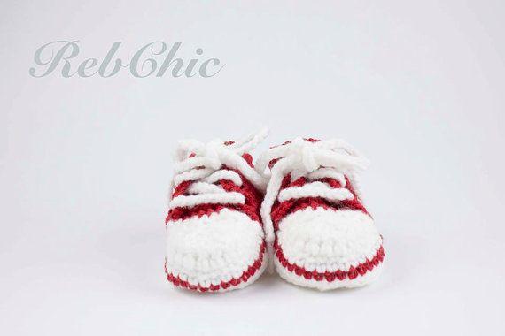 Hey, j'ai trouvé ce super article sur Etsy, chez https://www.etsy.com/ca-fr/listing/253514961/crochet-converse-baby-shoes-chaussons