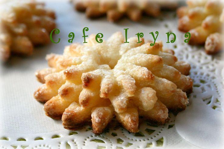 Творожное тесто - вкусное, легкое в работе. Попробуйте приготовить это творожное печенье. Форму я придумала сама. Отличное печенье к чаю и кофе.