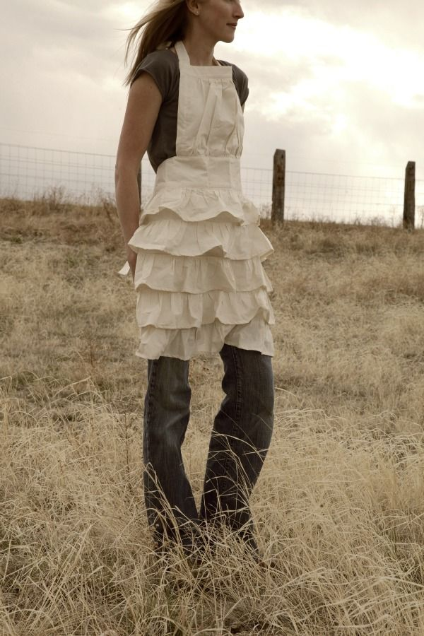 Divine mix of rustic and feminine! #ruffles #frills #country #linen #shabby chic #apron