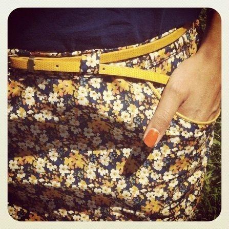 Jupe avec poches passepoilées jaunes