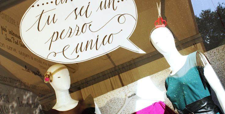 copywriting + calligrafia = vetrine con la parlantina | shoptellers