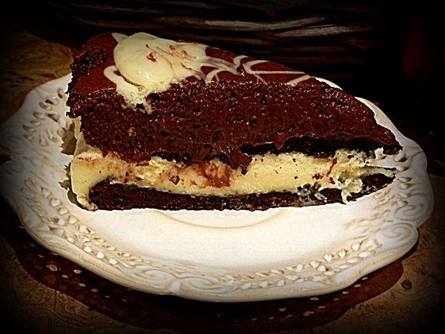 Tort z musem czekoladowo waniliowym.