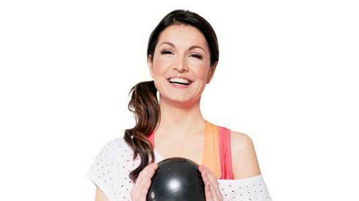 Pilatekseen lisää tehoja! Maria Jungner näyttää, miten vatsalihastreeni tehdään pallon avulla - Katso videot - ISTV