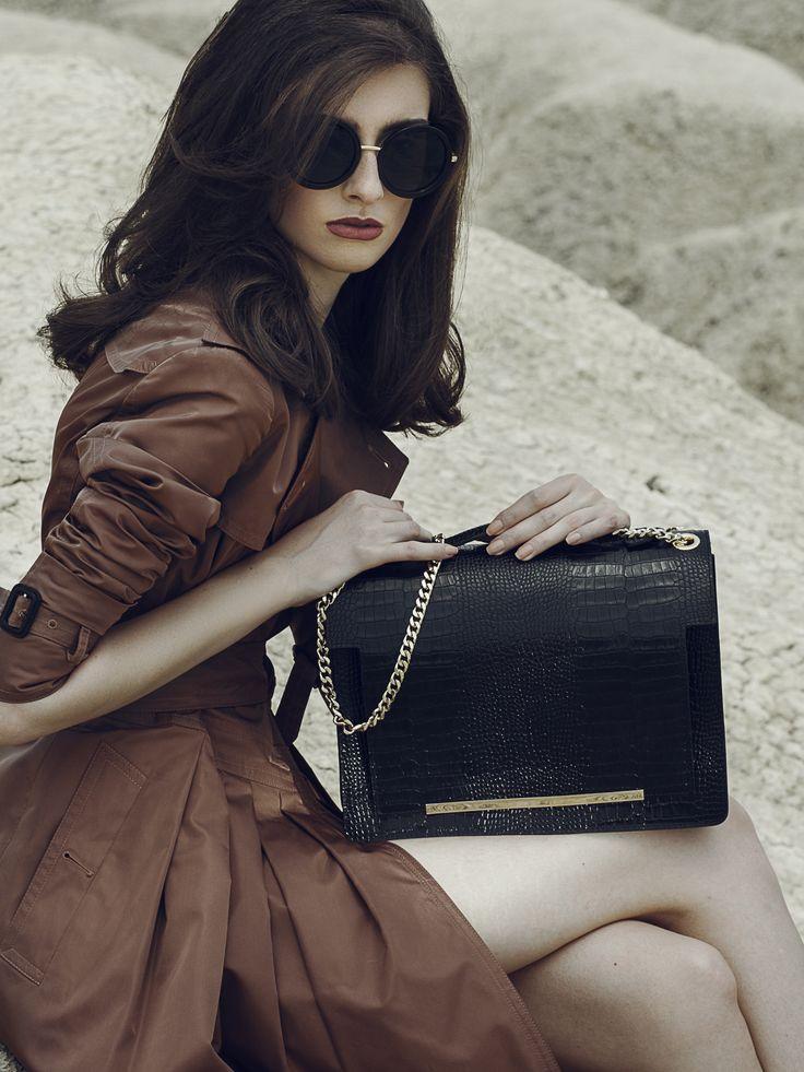 Black Lauren leather bag with croco effect and metallic accessory @comenziwildinga