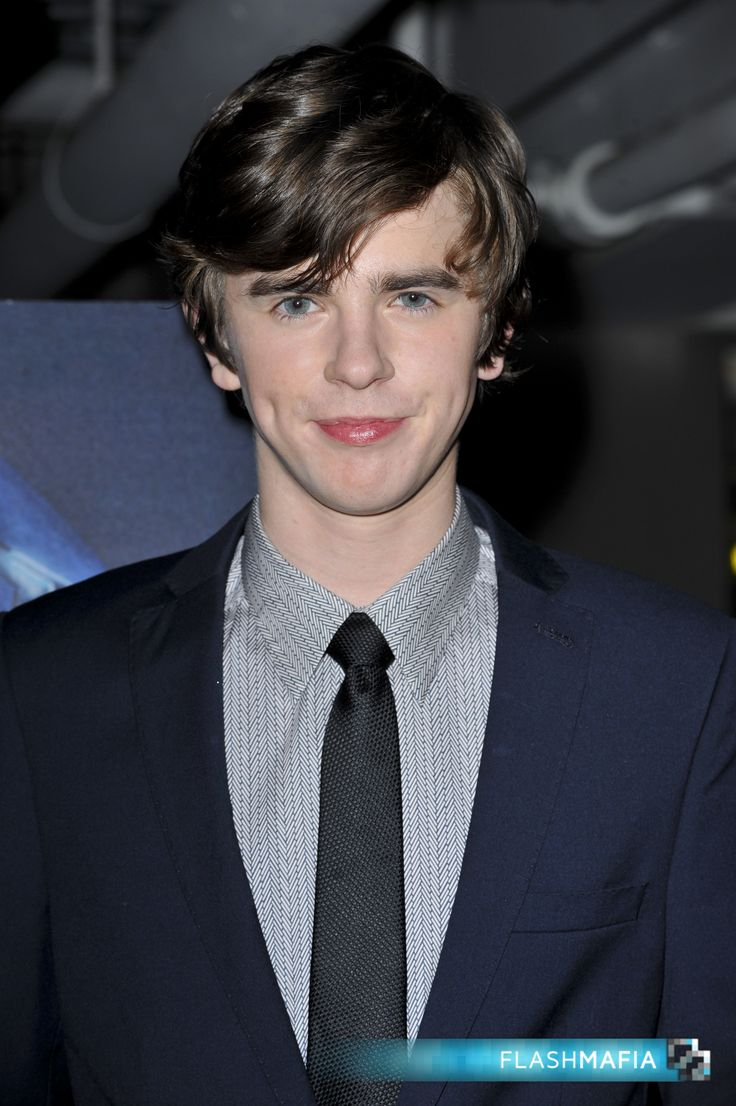 freddie highmore - photo #2