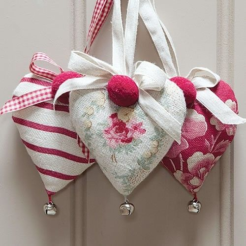 Jingle hearts, love anything with bells. These would be perfect to hang on door knobs for Valentine's Day.