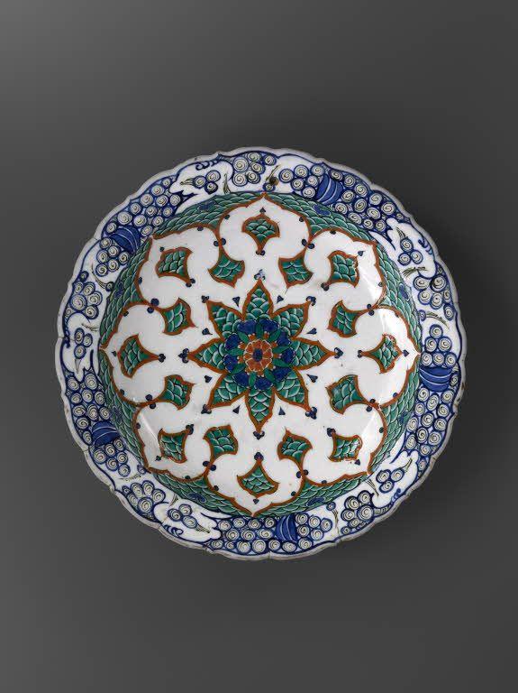 Plat à la rosace vers 1580 - 1590 Turquie, Iznik,Musée du Louvre