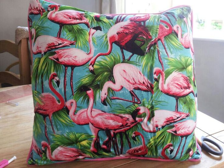 Flamingo pipped envelope cushion cover.