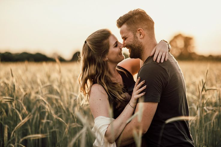 Coupleshooting sunset fields of Gold #coupleshoot #sunset #sunsetlight #afterlight #perfectlight