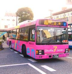 葛西臨海公園駅や東京ディズニーリゾートの路線バスシャトルセブンはかわいいピンク色 環状七号線を走る急行バスで小岩駅ルートと亀有駅ルートの2種類ありますよ 前にディズニーランドに行った時に見かけて以来うちの娘も大好きです バス移動のお子さん連れの方にはおすすめです tags[東京都]