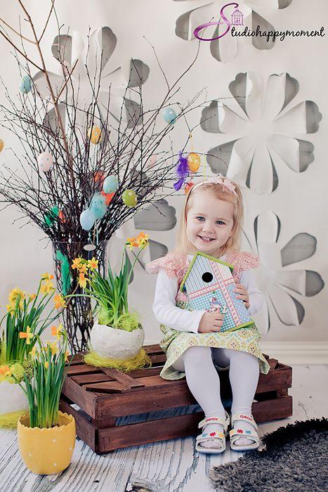 Easter photo ideas for children- birdhouse prop
