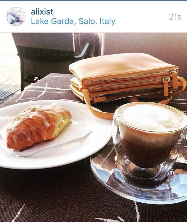 Cappuccino, cornetto e Celine Trio bag