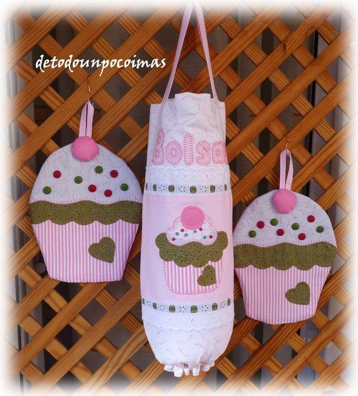 Y éste es el tercer conjunto, unos cogedores en forma de cup-cake, y la bolsa a juego. Los lacasitos de los cogedores se los hice de fimo,...