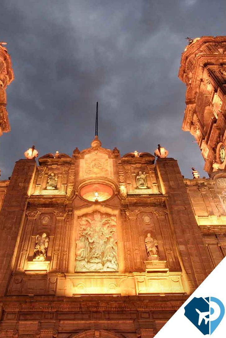Maravilloso destino reconocido por su belleza arquitectónica, Morelia es la ciudad de la cantera rosa con gran riqueza histórica y cuya cultura se expresa en sus artesanías.