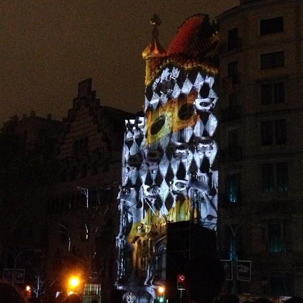 Casa Batlló, video-mapping #lovelygram #lovelyplans #espectáculos by Lovelygram, via Flickr
