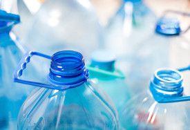 Cara menghilangkan bau pada botol plastik dan membersihkan wadah plastik