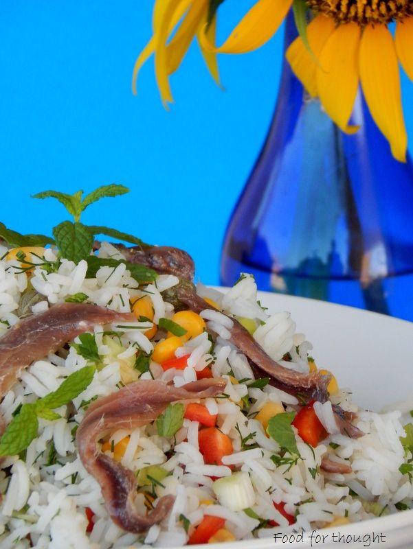 Ρυζοσαλάτα με αντζούγιες. http://laxtaristessyntages.blogspot.gr/2015/08/ryzosalata-me-atzougies.html