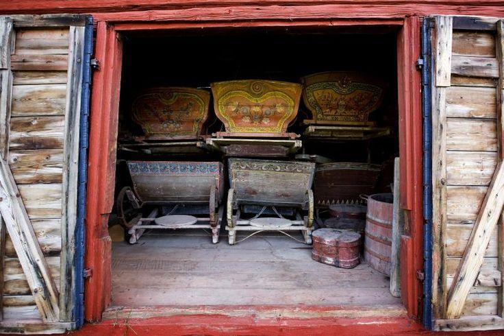 Gorgeous painted traditional wooden sledges at Myrbergsgården Farmhouse Museum, region of South Ostrobothnia, Finland | Myrbergsgården » Museer i Österbotten