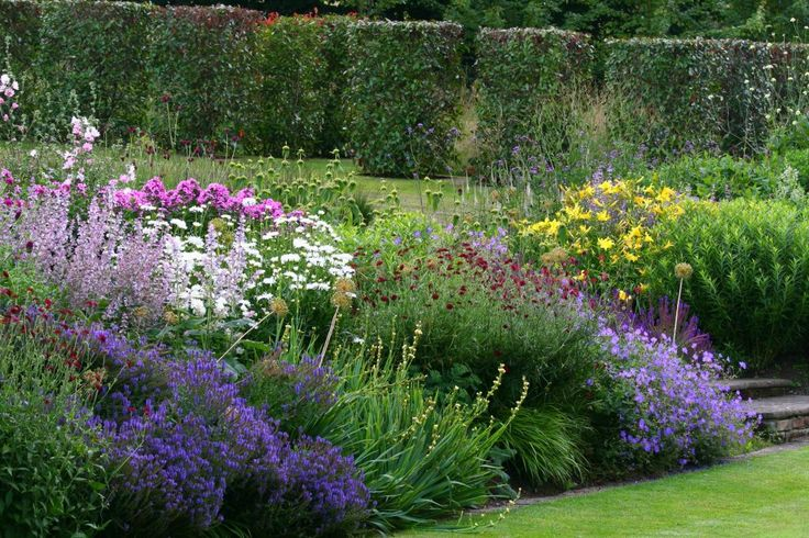 Images of completed projects undertaken by Jeremy Allen Garden Design