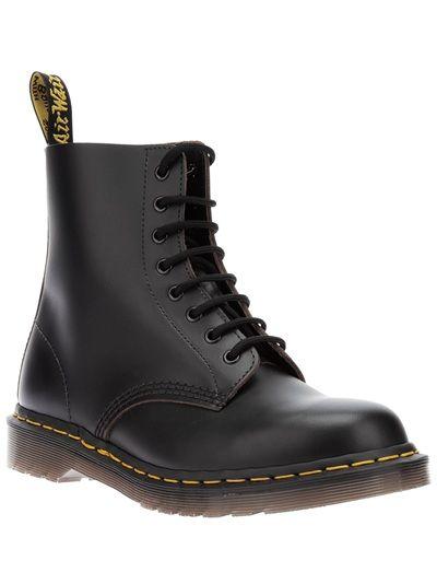 DR MARTENS 8-Eyelet Black Boot