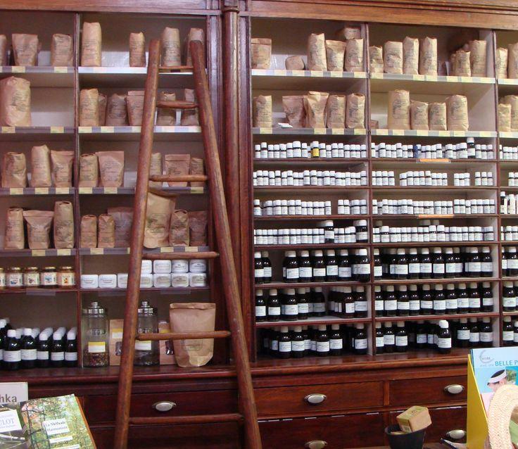 Naturopathe, herbes médicinales- photo by Herboristerie paris la grande Herboristerie de la place clichy