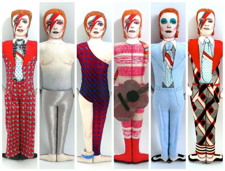 David Bowie doll, poupées peintes et dessinées aux feutres textiles, vêtements en tissus vintages, période Ziggy Stardust, 1972-1973 - Un Radis m'a dit - Boutique https://www.alittlemarket.com/boutique/un_radis_m_a_dit-815807.html