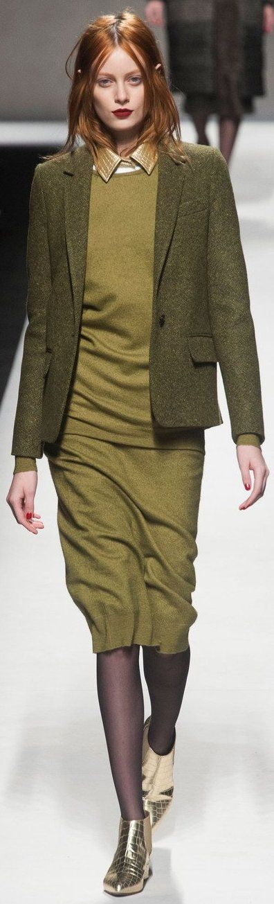 Red lip and a 'kings of leon' (ear showing) - Milan Fall 2014 - MaxMara