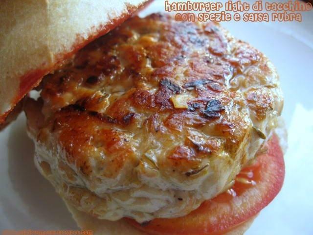 Hamburger light di tacchino con spezie e salsa rubra - Light turkey burger with spices and rubra sauce