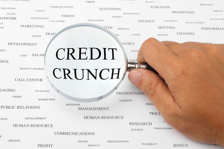 """Credit Crunch Il Credit Crunch è un fenomeno finanziario attuato in un periodo di crisi economica, letteralmente significa """"stretta del credito"""" consiste infatti nel diminuire l'offerta di credito ad aziende e consumatori da parte degli istituti di credito che vedono ridotte le garanzie di restituzione del denaro, con la possibilità di perdere ingenti capitali. Il …"""