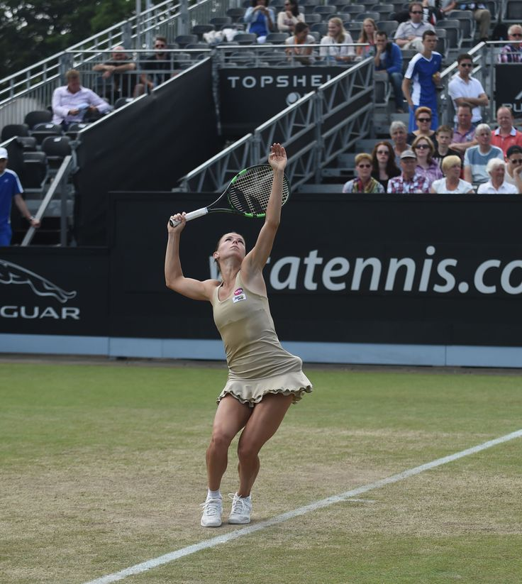 De Italiaanse Camila Giorgi verslaat in de finale Belinda Bencic en wint haar eerste WTA titel.