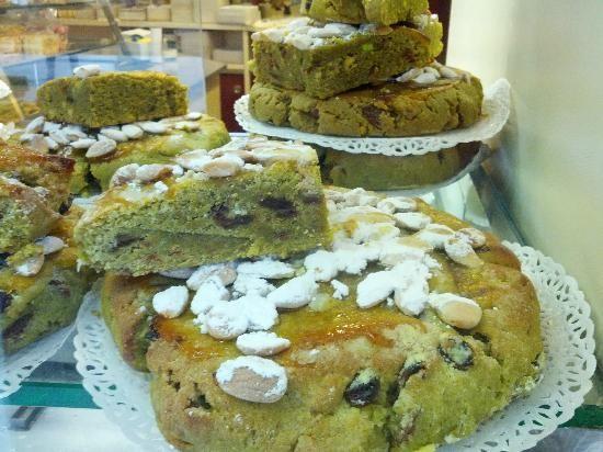 Torta Veneziana al Pistacchio at Pasticceria Pitteri