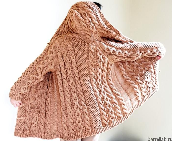 Kардиган спицами с капюшоном и карманами. Модный кардиган спицами из толстой пряжи  