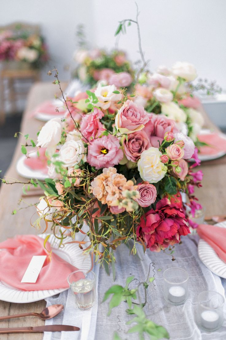 A White Washed Wedding In Greece For The Minimalist At Heart Greecewedding Flower Arrangementswedding Flowerssimple