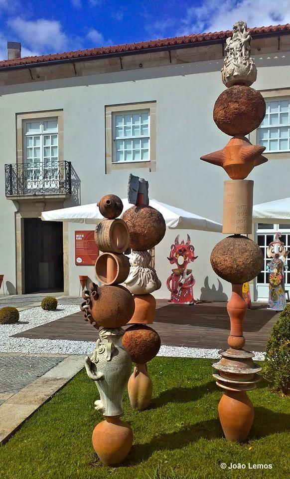 BARCELOS Museu de Olaria À entrada representação de peças da olaria nacional