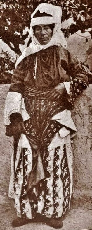 A Kurdish woman of Divriği (ca. 100 km to the south of Sivas town), early 20th century. Photo by E. C. Partridge; first published in 'The Missionary Herald', Volume CVII, November 1911.