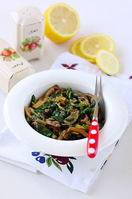 Грибы вешанки со шпинатом