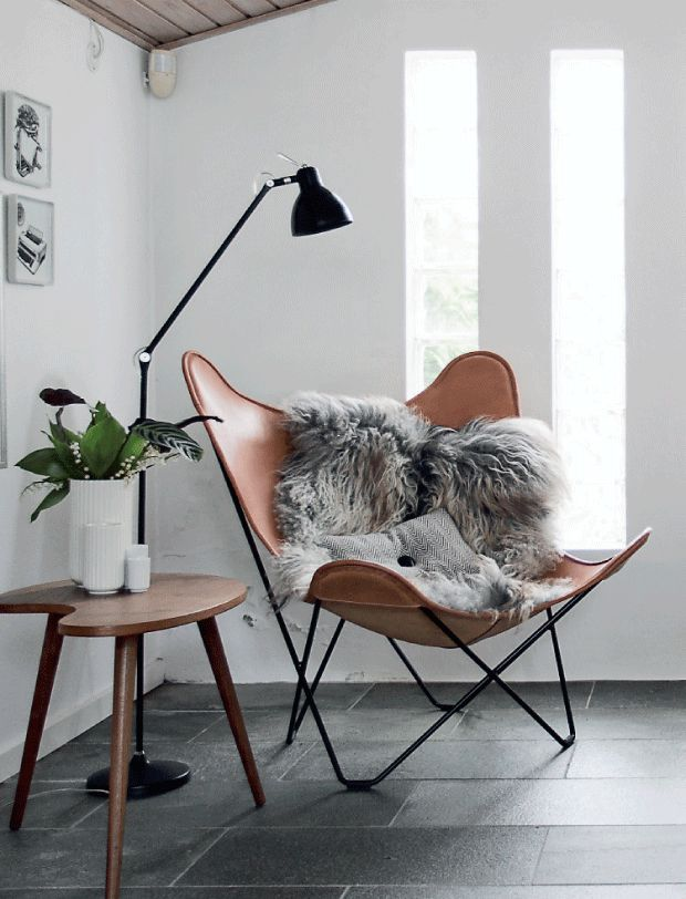 Cognac leather butterfly chair paired w/ a fuzzy soft blanket. Love this look.