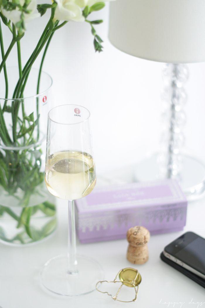 Pure style glassware Iittala Essence. Via Happy days.