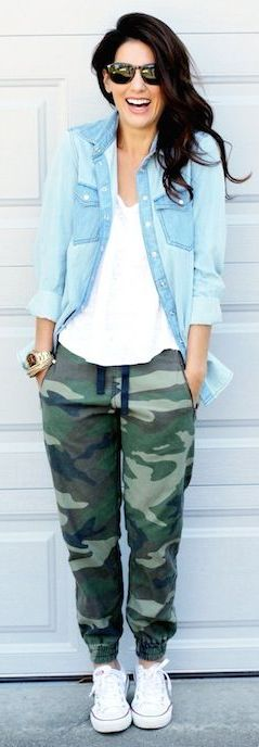 Printed joggers can even make your causal looks more fun! Try pairing a bold print with basic tops and layering - like this chambray - and throw on your sneakers! Do you think you'd wear joggers for more casual looks or work? What's your favorite way to style them?