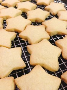 Thermomix shortbread stars 50 g raw sugar for sprinkling 110 g raw sugar 250 g butter at room temperature 1 1/2 tsp vanilla essence 300 g plain flour extra flour