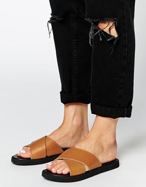 Светло-коричневые кожаные сандалии с перекрестными ремешками ParkLane