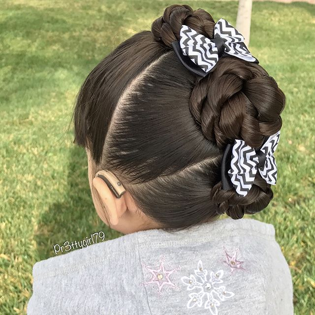 """✨""""A flower cannot blossom without sunshine ☀️ and man cannot live without love.""""✨ . Braided flower bun mohawk 🌸 Swipe for a back view 👀 I'm liking this new Instagram feature 👌🏻 . Hope you all have a lovely weekend! ✨💖✨ . #pr3ttyhairstyles #braidsforlittlegirls #braidedbun #braided #braidedhair #braidedupdo #braidstyles #braidideas #sweetheartshairdesign #lalasundaypost #cghphotofeature #mohawk #mohawkbraids #abc7eyewitness #hairdo #hairideas #hairstyle #schoolhair #peinadosparaniñas…"""