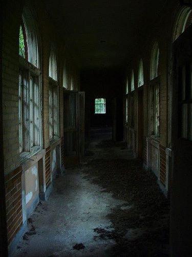 Ghost House Wallpaper Hd 3d 9 Best Creepy Hallways Images On Pinterest Abandoned