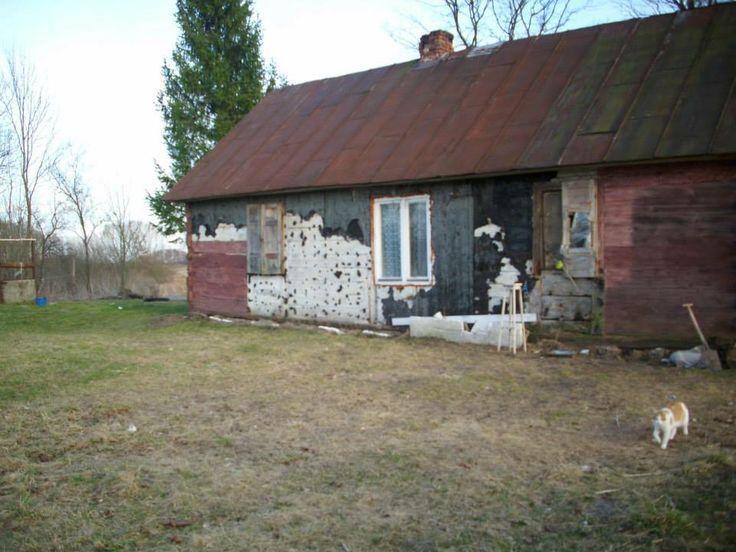 Lubelszczyzna - najbiedniejszy rejon w naszym kraju. Dom jest bardzo stary ale w tej gminie nie ma lokali zastępczych także lepszy taki niż żaden.Zawalczymy o lepsze warunki dla dzieci.