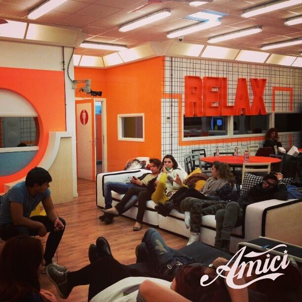 Hamilton #Sofa at #amici - #canale5 #italia #tv #mariadefilippi