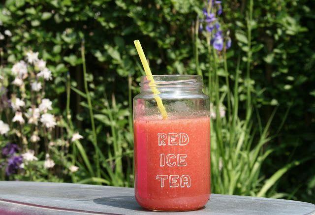 Homemade zomerse frambozenlimonade en rode ice tea   Yellow lemon tree