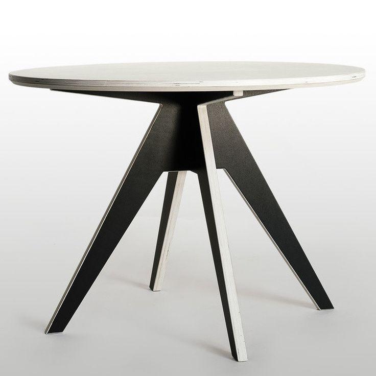 Edi je stůl, který je úsporně malý i překvapivě velký zároveň, a tak padne jako ulitý jak do malých jídelen či kuchyní, tak i do větších obývacích pokojů. Jeho tvary trochu vypadají jako vystřižené z papíru, ale vše je vyrobeno z kvalitní březové překližky napuštěné olejem. Radis je zkrátka design, který je plný překvapení, promyšlenosti i hravosti.