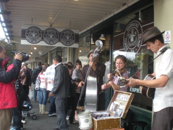 Street musicians, via www.travelganas.comSimply Seattle, Favorite Places, Pike Places Marketing, Street Musicians, West Edging, Home Pacific Nw Things, Seattle Bingo, Pike Place Market