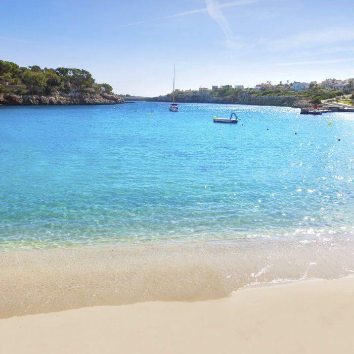 Im Nordosten Mallorcas erwartet dich einer der beliebtesten Urlaubsorte der Insel: Cala Ratjada. Genieße hier die idyllischen Strände, das türkisblaue …